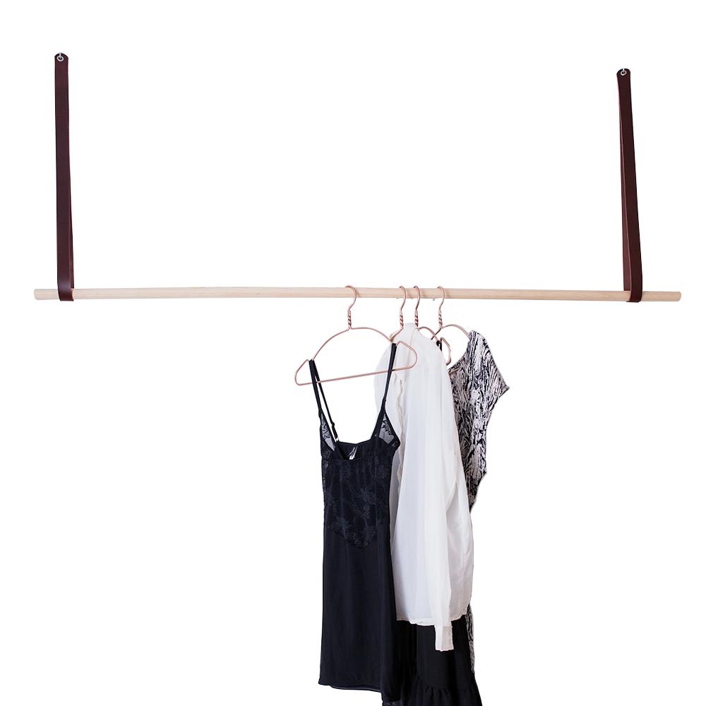 Tøjstativ med brunt læder